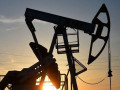 أسعار النفط تتذبذب بعد تراجعها بنسبة 7 بالمائة