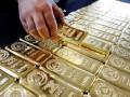 أونصات الذهب تتراجع من مستويات قياسية