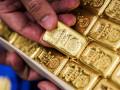 أونصة الذهب تتراجع من مستويات قوية