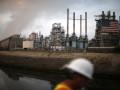 النفط ينخفض إلى أقل من 74 دولارًا أمريكيًا عقب تقرير مخزونات الولايات المتحدة من إمدادات أوبك