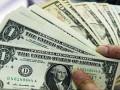 الدولار الأمريكي يتراجع متأثرا ببيانات التجارة الضعيفة