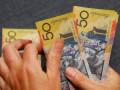اسعار الدولار الامريكي ترتفع بدعم من خفض فائدة استراليا