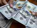 الدولار بالقرب يتراجع منذ 3 أسابيع بسبب ضعف نمو الأجور