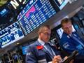 عمليات بيع الاسهم الامريكية تؤثر علي الدولار